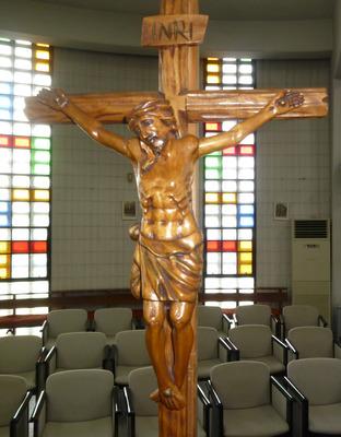 20180402祭壇横の十字架-min.jpg