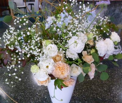 20181110結婚式の祭壇の花.jpg